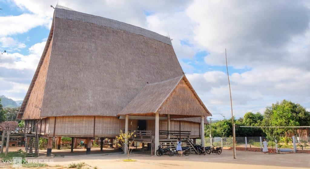 Gia Lai: Nhà rông lớn nhất Tây Nguyên