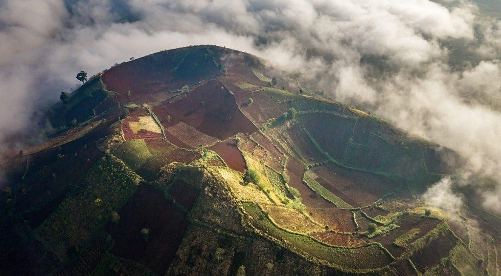 Gia Lai: Vẻ đẹp giao mùa trên núi lửa Chư Đăng Ya